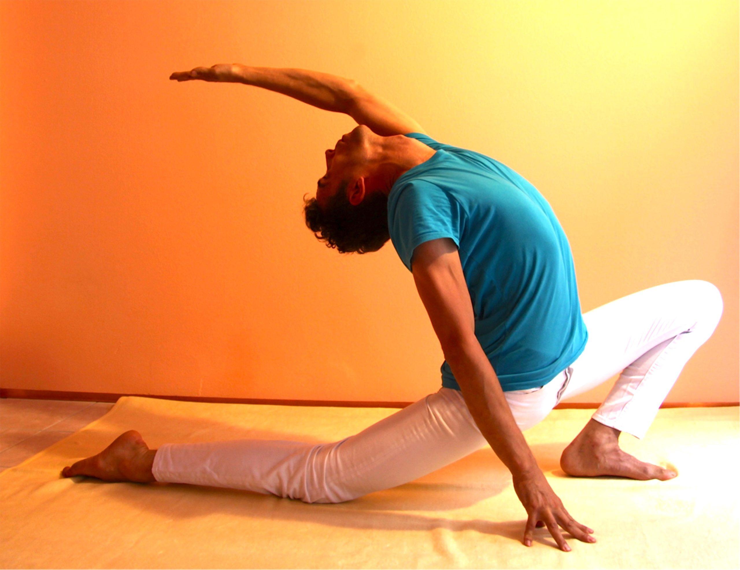 Yogastellung Halbmond